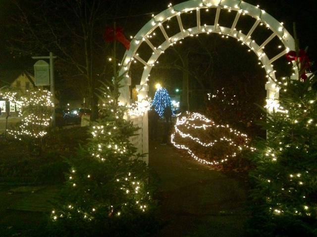 Wickford Village lights up to kickstart the Holiday Season